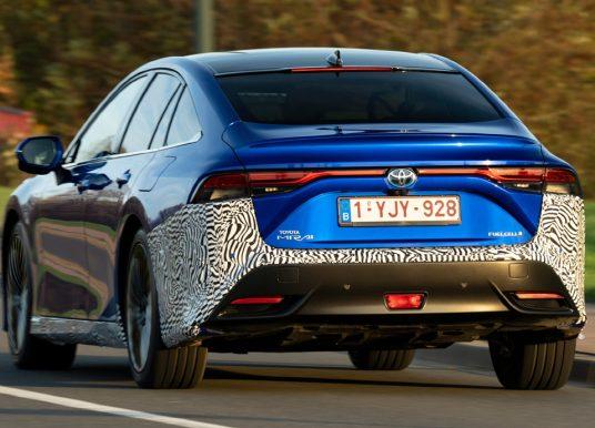 Wordt rijden op waterstof het nieuwe normaal? test Toyota Mirai II prototype